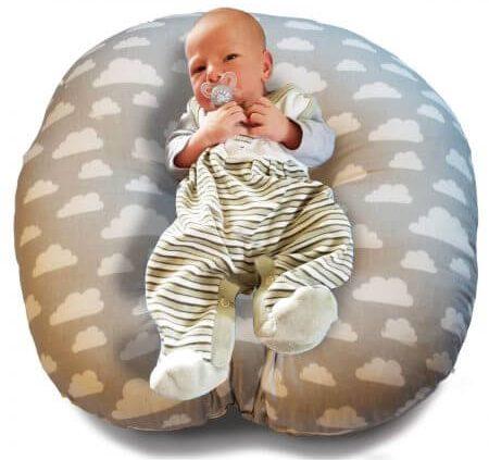 Der Babylounger Casper ist das perfekte Liegekissen für Neugebohrene